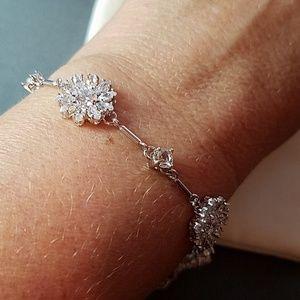 kate spade Jewelry - Kate Spade Crystal Daisy Bracelet